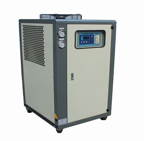 新生注塑机使用12匹风冷式冷水机